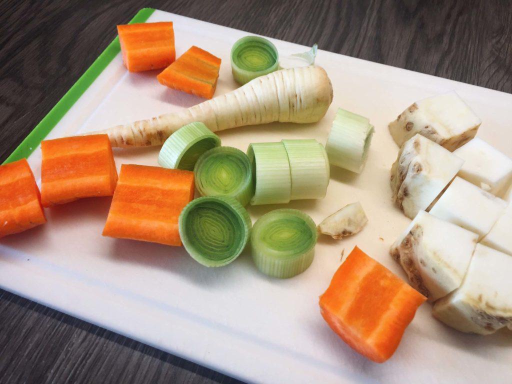 Gemüse für die Bratensauce